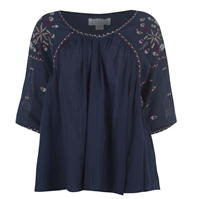 catifea Embroidered Top