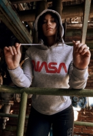 Hanorac NASA Worm Logo pentru Femei gri deschis Mister Tee