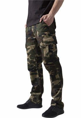 Pantaloni camuflaj barbati wood-camuflaj Urban Classics