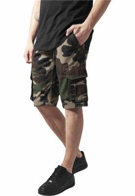 Pantaloni cargo scurti wood-camuflaj Urban Classics