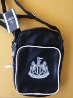 Mergi la Geanta neagra de umar Newcastle United